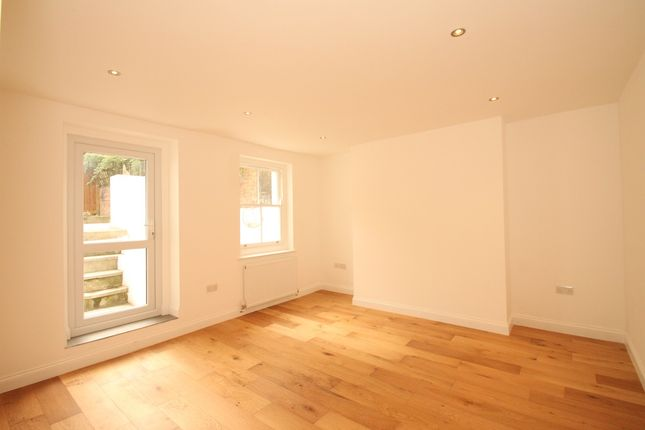 Thumbnail Flat for sale in Darnley Road, London