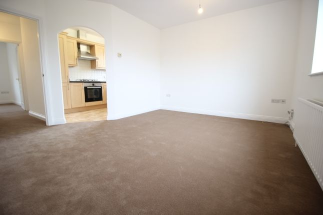 Thumbnail Flat to rent in Oakdene Court, Basingstoke