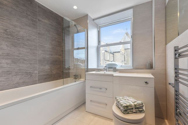 Thumbnail Flat for sale in Guildford Street, Chertsey