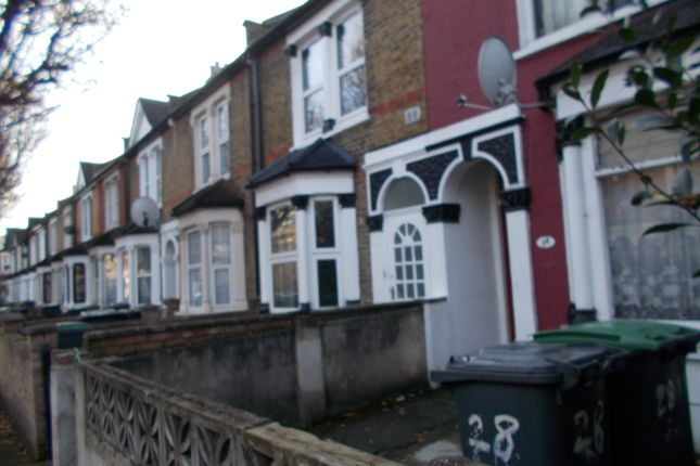 Thumbnail Terraced house to rent in Greenfield Road, London