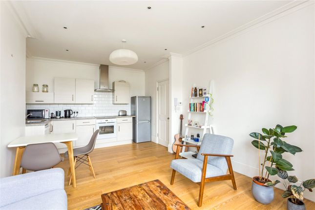 Flat for sale in Dukes Avenue, London