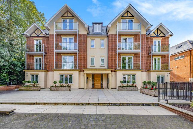 Flat to rent in Eastbury Avenue, Northwood