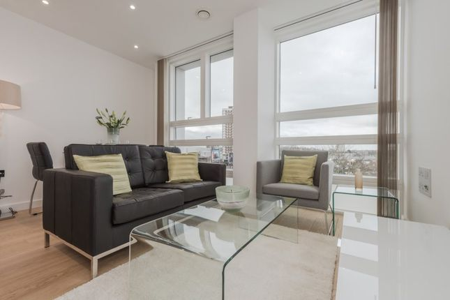 2 bed flat for sale in Taverners Close, Addison Avenue, London