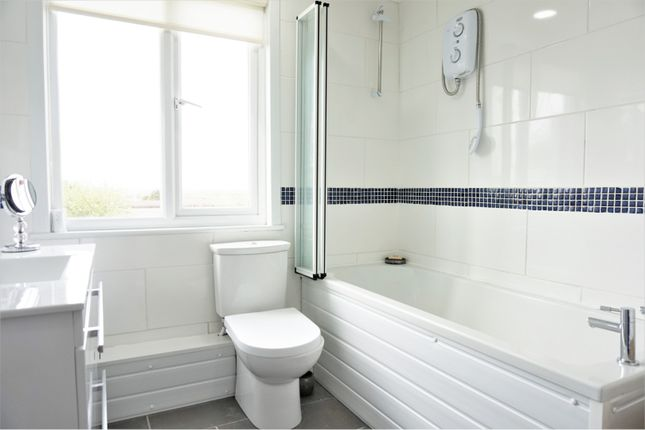 Family Bathroom of Station Crescent, Rayleigh SS6