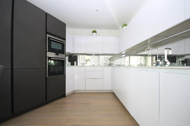 3 bed flat to rent in Granite Apartments, Greenwich