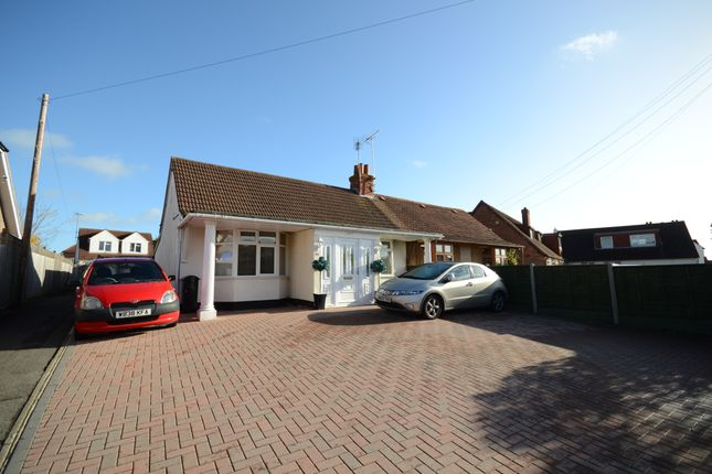 Thumbnail Semi-detached house to rent in Colemans Moor Lane, Woodley, Reading