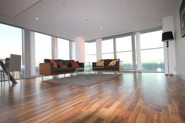Thumbnail Flat to rent in Landmark East, Canary Wharf