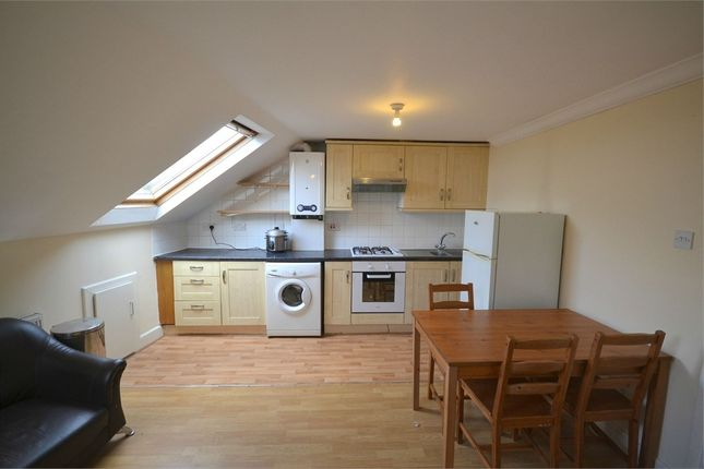 2 bed flat to rent in Hammersmith Road, West Kensington, London