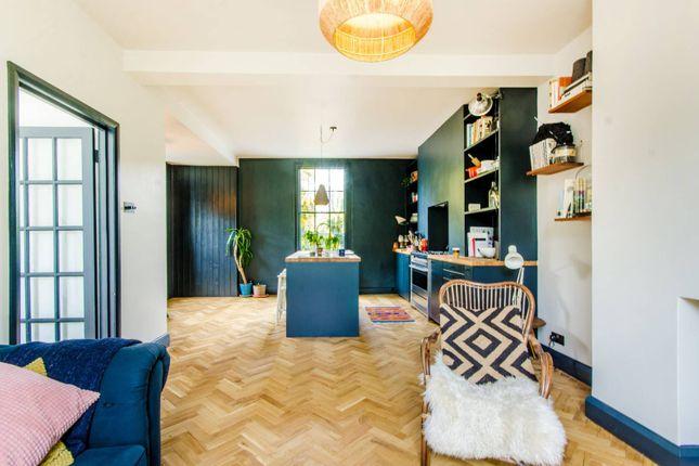 Thumbnail Maisonette to rent in Buckingham Road, De Beauvoir Town