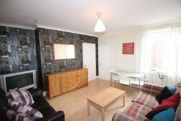 3 bed flat to rent in Newlands Road, Newcastle Upon Tyne