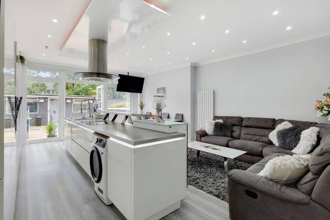Thumbnail Terraced house for sale in Melrose Avenue, Mitcham