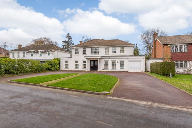 Thumbnail Detached house to rent in Round Oak Road, Weybridge
