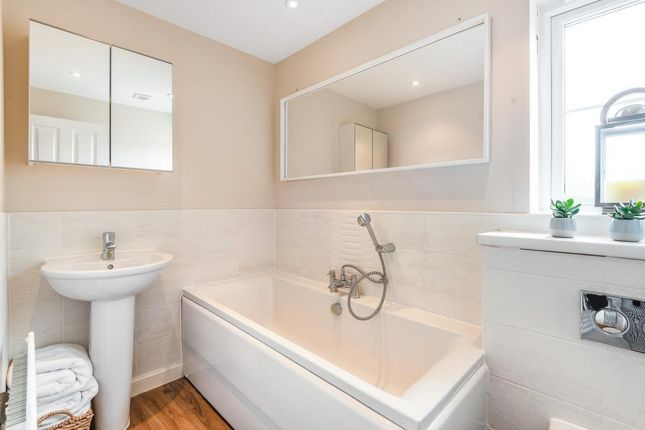 Family Bathroom of Sika Gardens, Three Mile Cross, Reading RG7