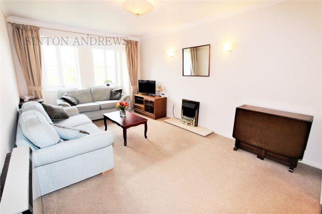 Thumbnail Flat to rent in Bampton Court, Blakesley Avenue, Ealing