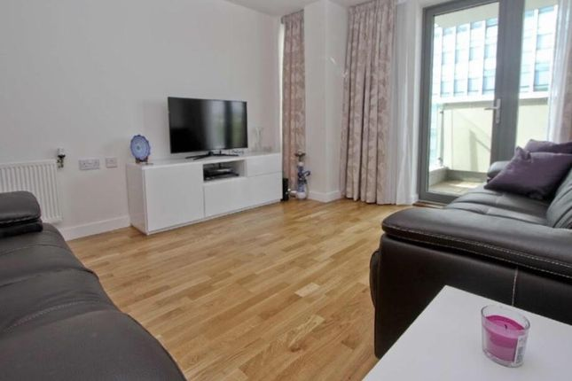 2 bed flat to rent in High Road, Wembley
