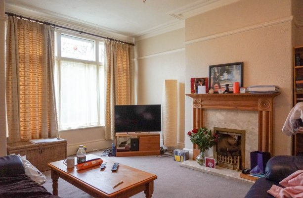 Thumbnail Flat to rent in Roman Grove, Roundhay, Leeds