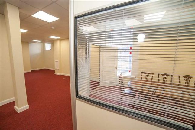 Serviced office to let in Blackwall, Halifax