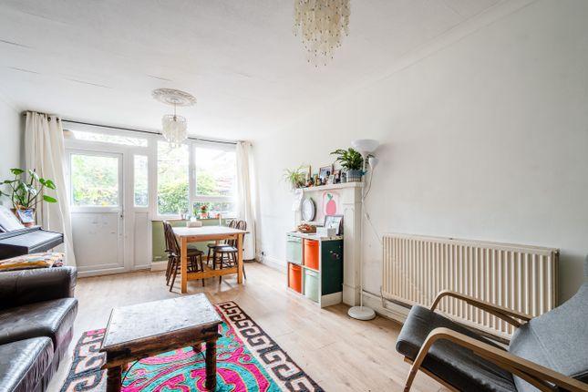 2 bed flat for sale in Pownall Road, London E8
