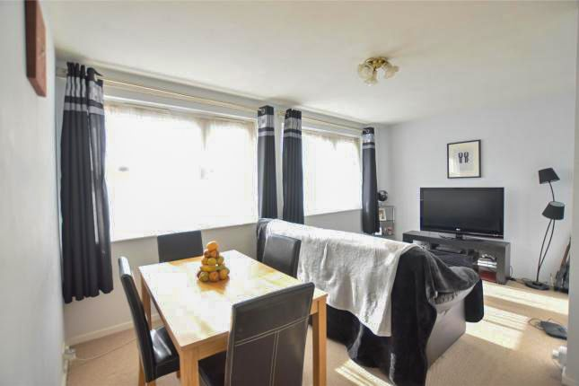 Thumbnail Flat for sale in Larch Close, London