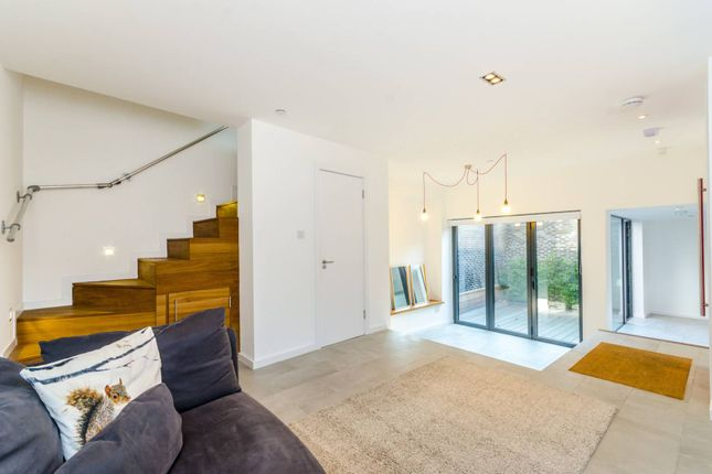 Thumbnail Property for sale in Fairbridge Road, Archway