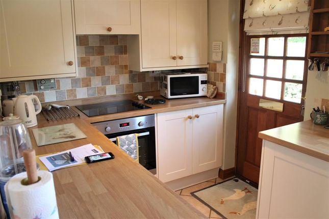 Kitchen of Roedeer Cottages, Raskelf, York YO61