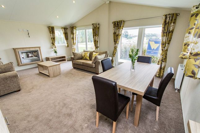 2 bed bungalow for sale in Newark Road, Aubourn, Lincoln