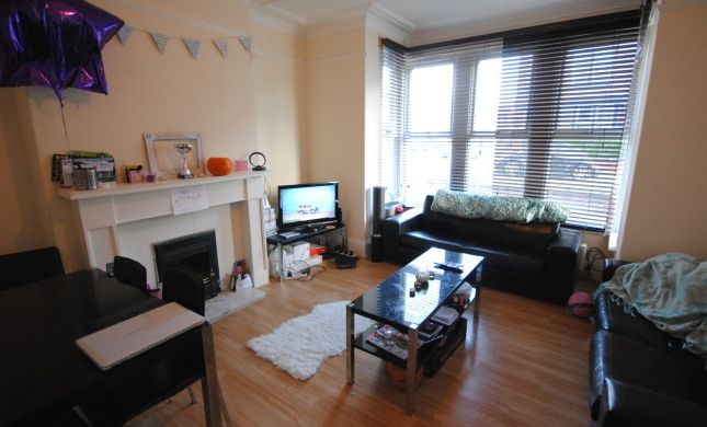 Thumbnail Terraced house to rent in Estcourt Terrace, Headingley