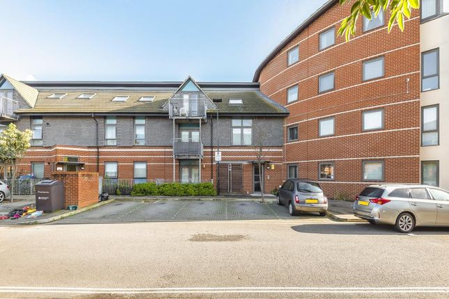 Thumbnail Flat for sale in Feltham, Middlesex