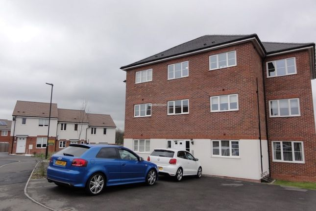Thumbnail Flat to rent in Lakelot Close, Willenhall