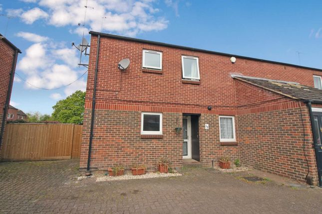 Thumbnail 2 bed maisonette for sale in Ruskin Close, Didcot