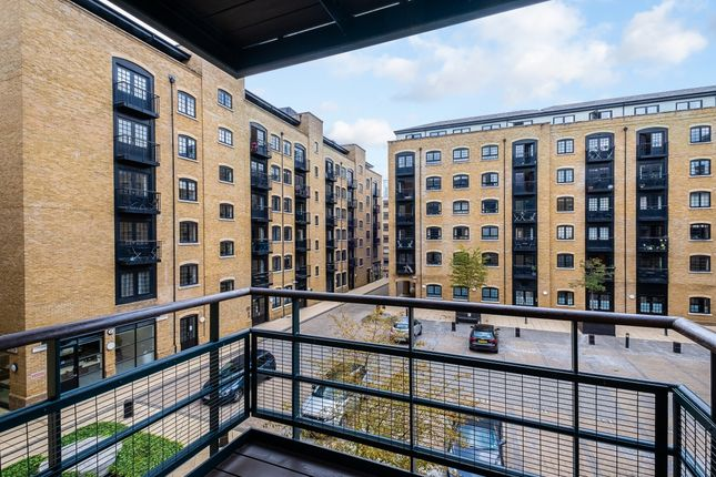 2 bed flat to rent in Shad Thames, London SE1