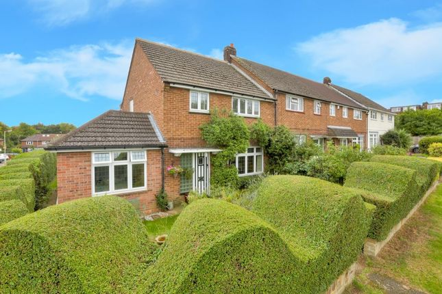 4 bed property for sale in Crabtree Lane, Harpenden
