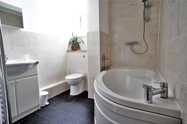 Thumbnail Flat to rent in Cliffe Road, Strood, Rochester