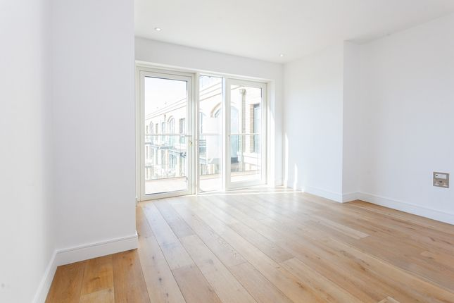Thumbnail Flat to rent in Regatta Lane, London