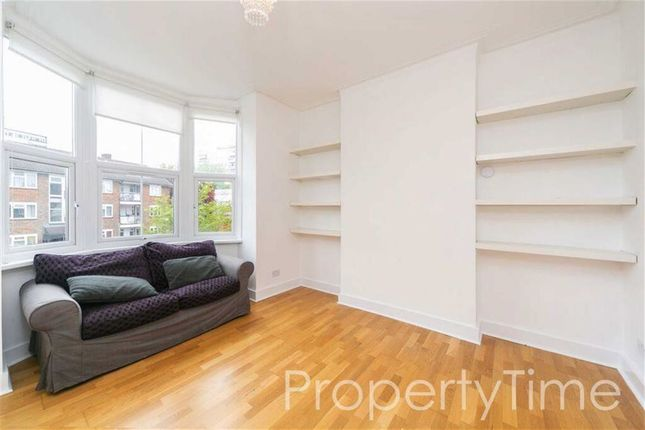 3 bed flat to rent in Market Place, East Finchley, London