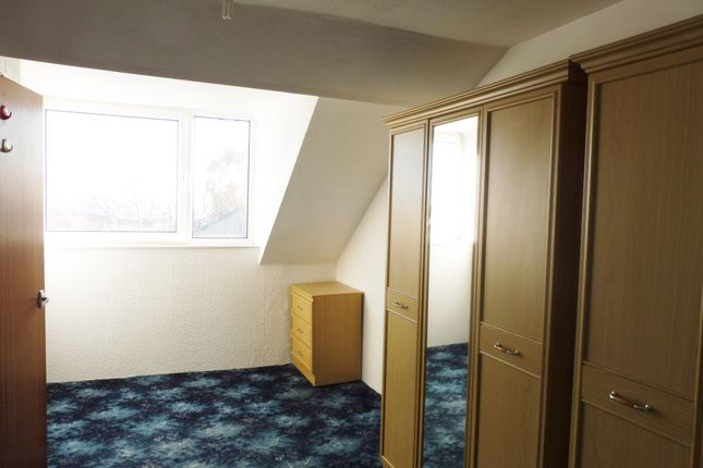 Bedroom One of Skiers View Road, Hoyland Common S74