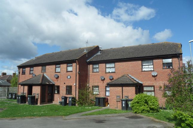 2 bed flat to rent in Hayden Court, Rushden, Northants NN10
