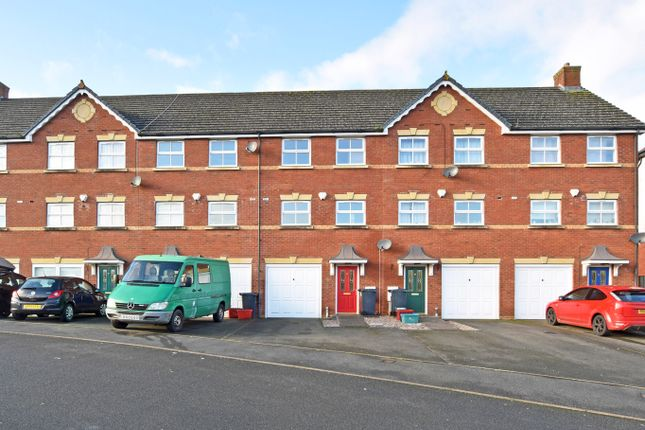 Thumbnail Town house for sale in Wellington Road, Llandrindod Wells