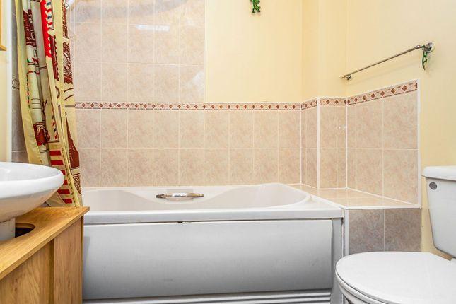 Bathroom of Swallows Croft, Reading RG1