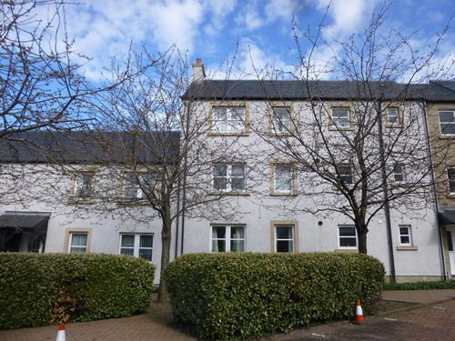 2 bed flat to rent in Eskbank Court, Dalkeith EH22