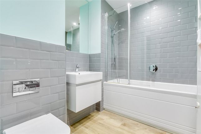 Bathroom of Tooting High Street, London SW17