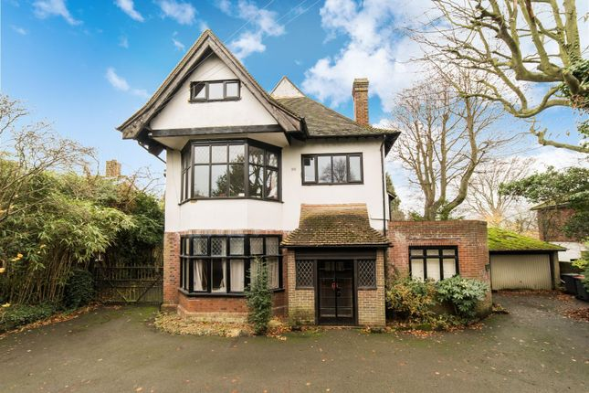 3 bedroom flat for sale in New Dover Road, Canterbury