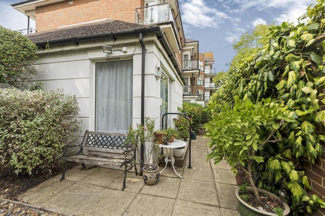 Thumbnail Flat for sale in The Downs, London