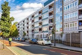 Available To Move In Now Is A Spacious 3 Bed Flat With A Separate Living Room In E1 And Excellent Location