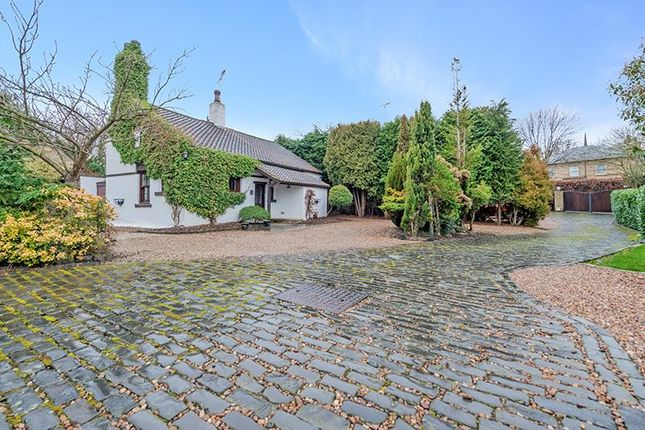 Thumbnail Cottage for sale in Aberford Road, Oulton, Leeds
