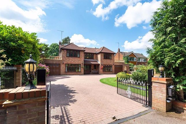 Thumbnail Detached house for sale in Upland Drive, Brookmans Park, Hertfordshire