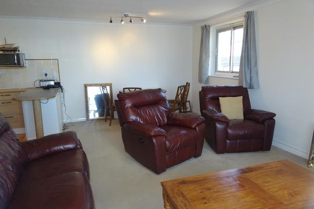 Thumbnail Flat to rent in Brighton Road, Worthing