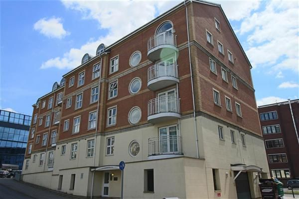 Thumbnail Flat to rent in Kennet Side, Reading