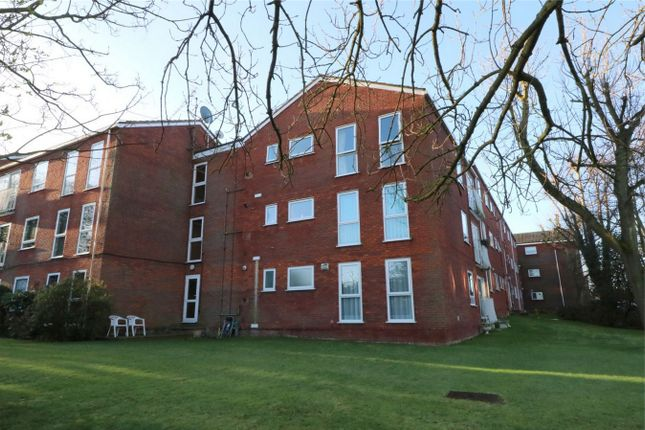 Flat for sale in Roundhedge Way, Enfield, Middx