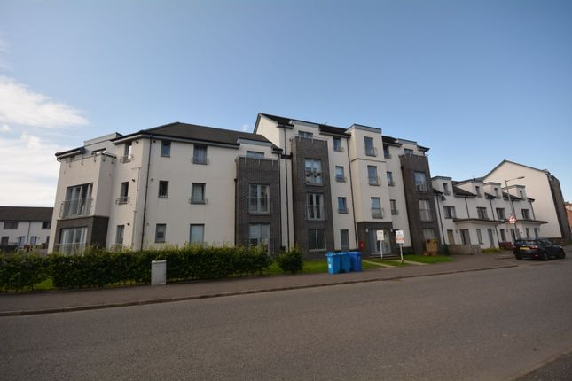 2 bed flat to rent in Crookston Court, Larbert FK5